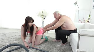 Luna Competitor fucks older man after a blowjob like thimbleful one before
