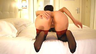 Mettimelo in bocca, scopami il culo e sborrami sui piedi! - Young amateur