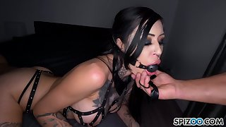 Dude fucks yawning chasm throat and wet cunt of tied up seductress Janey Doe